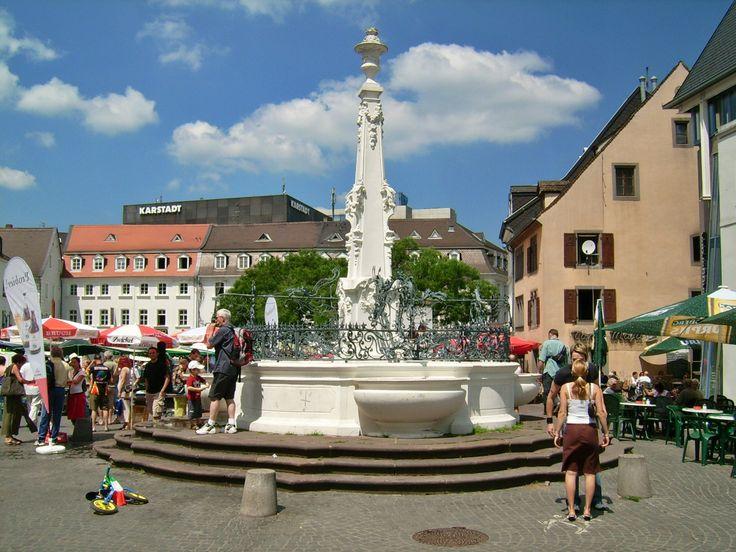 Brunnen am St. Johanner Markt in Saarbrücken