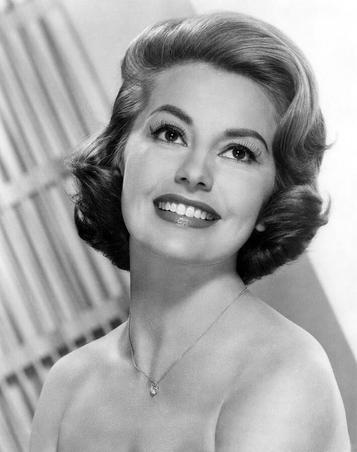 cyd charisse height weight