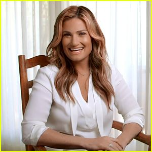 Idina Menzel Predicted This 'Let It Go' Mess Up Would Happen on Tour! (Exclusive Video)