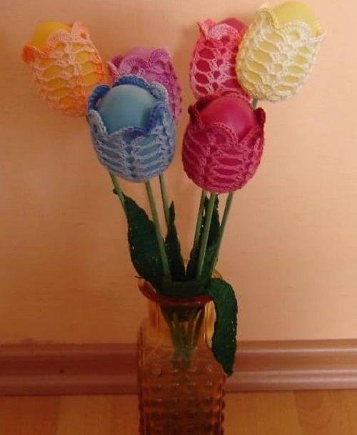 Horgoljuk magunk örömére is egy húsvéti dekorációt!Egy csokor horgolt tulipán húsvéti tojássalemeli az ünnep hangulatát  Ki tehetjük a fűbe is séma jelmagyarázat Kellemes ünnepeket...