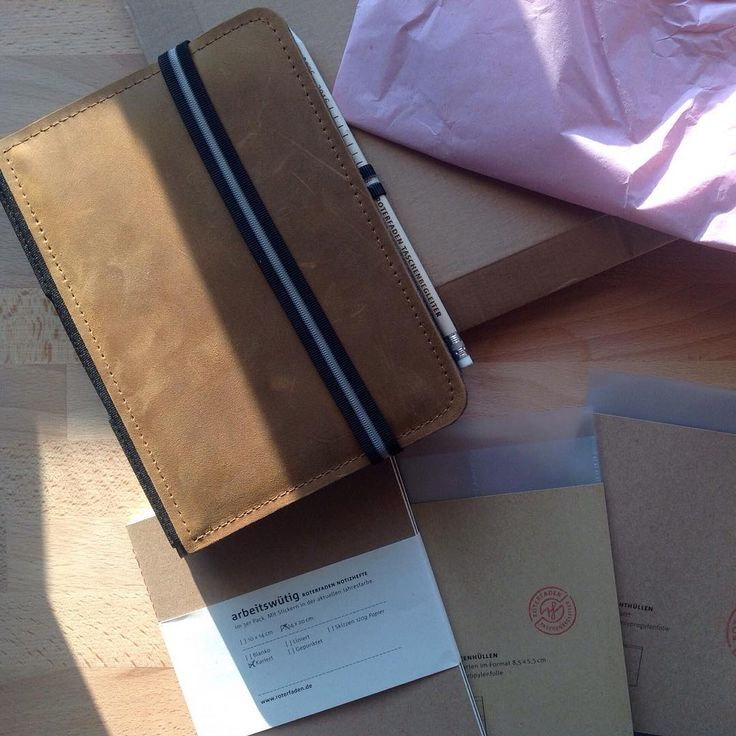 Beautiful birthday present. A Roterfaden Taschenbegleider A5 in light brown leather. For work to do's and notes.