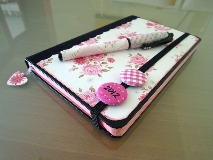 Manualidades de papel: Cómo decorar una agenda Moleskine. Tutorial