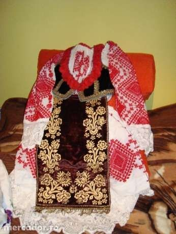 costum popular vechi de 80 de ani..