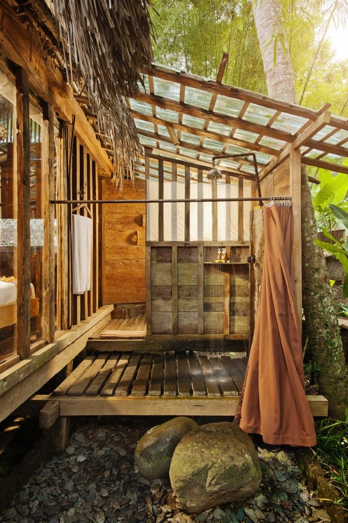 Bambu Indah - Manis House bathroom - Djuna Ivereigh