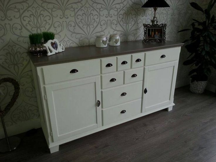Hierbij stuur ik u een paar foto's van onze meubels welke we hebben geverfd met annie sloan paint old white en de bladen met french linen. Wat is het mooi geworden we zijn er super blij mee. Met vriendelijke groet. Shirley