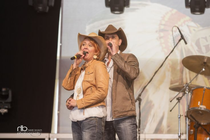 Live performance - Country Duo Poppyfield in Güllesheim - photo: www.heidibroich.com