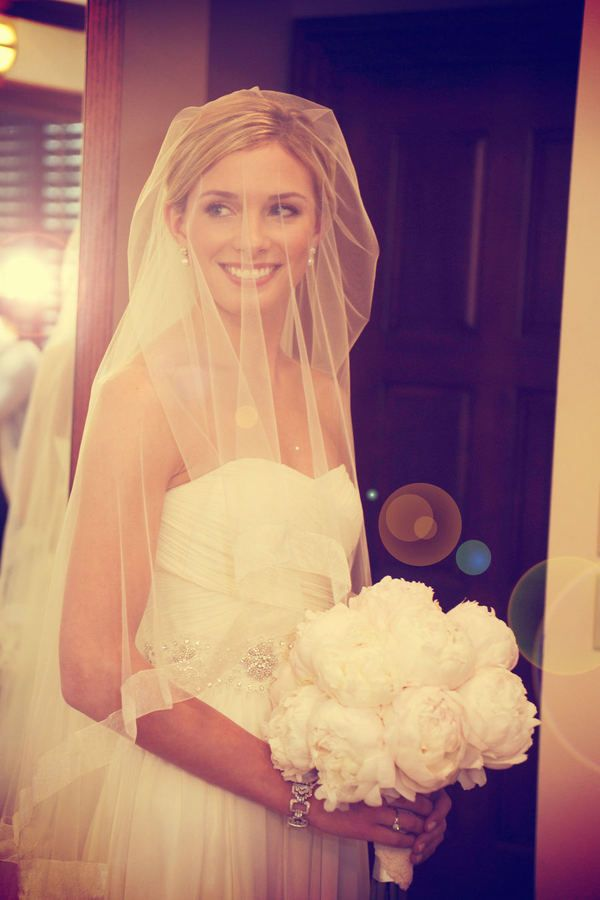 I never really want a full length, over the face veil until I see pictures like this one.
