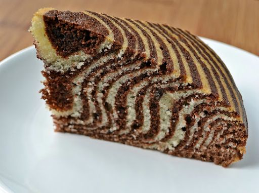 Lorraine Pascale's crouching tiger, hidden zebra cake. Gonna make this!!!