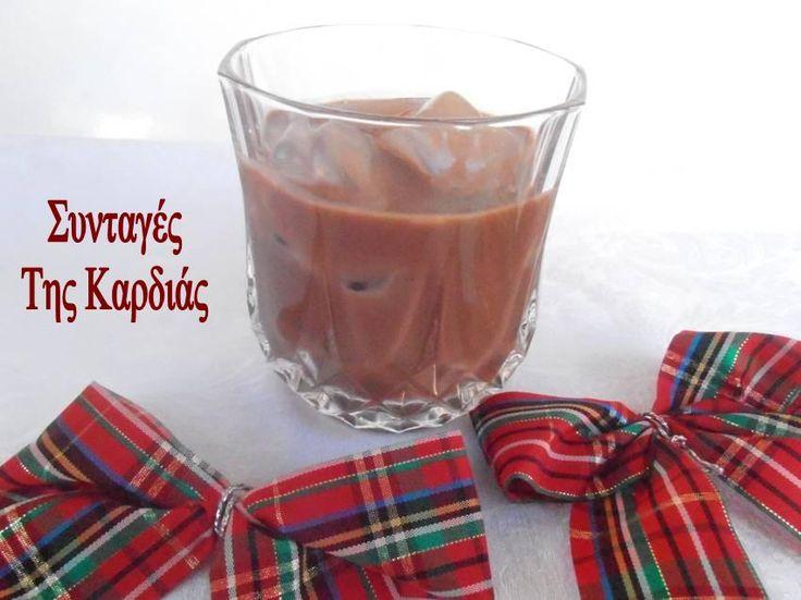 Το λικεράκι αυτό έκλεψε καρδιές το βράδυ της Πρωτοχρονιάς όταν το σέρβιρα στους φίλους μας!  Ολοι μου ζητούσαν την συνταγή και έμεναν πραγ...