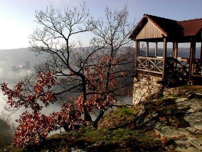 Vyhlídka na rakouský Hardegg s turistickým altánem