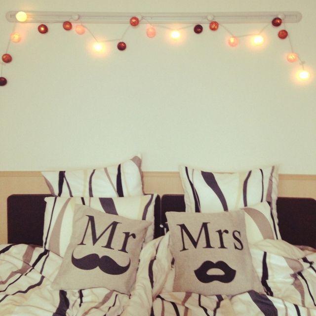 mopiko_0320さんの、シングルベッド2台,コットンボールランプ,ニトリ,Mr&Mrs,クッション,コットンボールライト,二人暮らし,ベッド周り,のお部屋写真