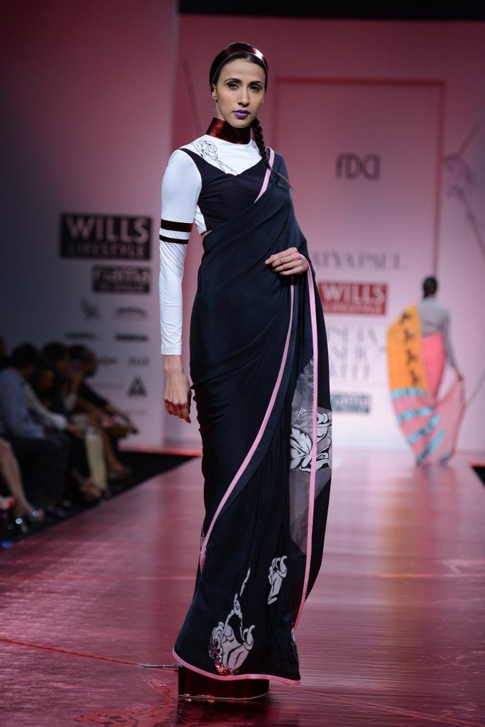 SATYA PAUL AT WILLS INDIA LIFESTYLE MASABA presents a quirky and fun collection, filled with her signature prints and bold colors for SATYA PAUL at Wills. Shop designers previous collection at www.perniaspopups... #satyapaul #designer #masaba #quirky #prints #sari #fun #newcollection #willsfashionweek #fashionweek #amazing #delhi