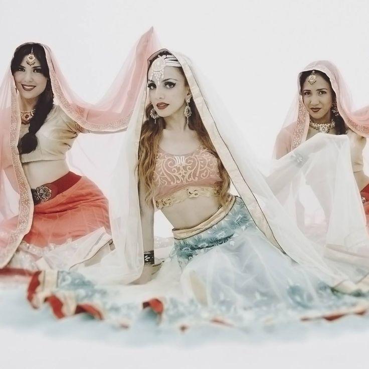 bollywood dancers group - Hledat Googlem