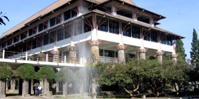 Edupost.id – Mahasiswa ITB berhasil meraih juara pertama pada kategori Paper Competition Petroweek 2016 yang diadakan Society of Petroleum Engineers (SPE) Universitas Trisakti Student Chapter, (16/9).