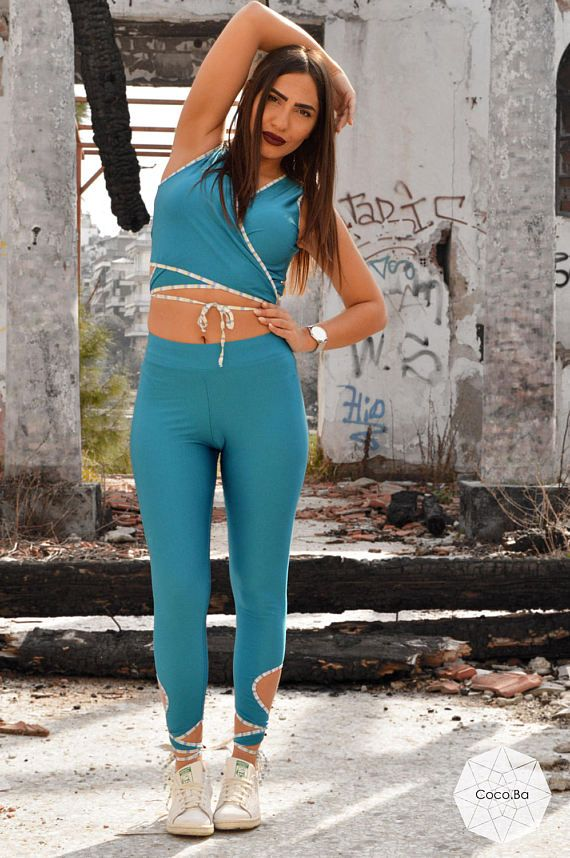 Woman Outfit Blue Leggings Blue Crop Top Workout Set