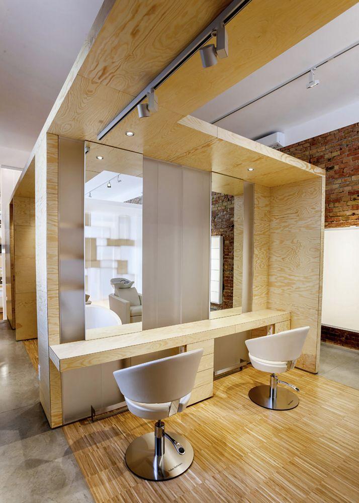 Деревянная отделка в дизайне салона красоты
