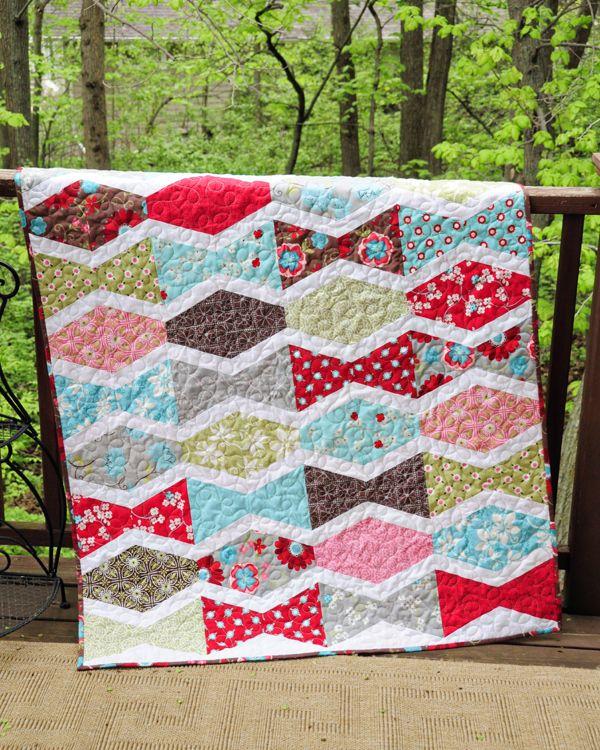 Tumbler quilt/The white sashing really makes this design pop.