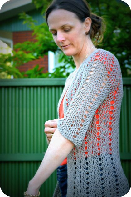 Easy crochet cardigan free pattern: the link to the pattern is in the text