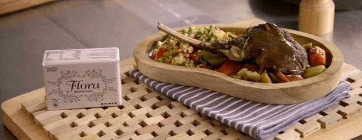 Μπριζόλες στη γάστρα με κουσκουσέ και σοτέ λαχανικά εποχής