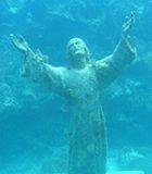 Der Christus des Abgrundes ist eine versunkene Bronzestatue von Christi namens Christus des Abgrundes, die 1954 in der Bucht von San Fruttuoso aufgestellt wurde.