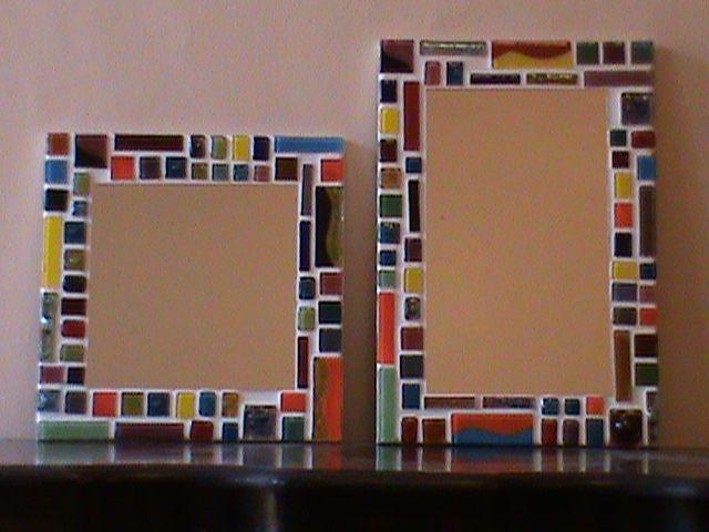 Son espejos con mosaico de vidrio fundido y sus medidas son 25x 25 cm y 33x23 cm.