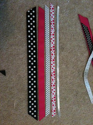 cute for my Volleyball girls... Tutorial on making streamer bows!