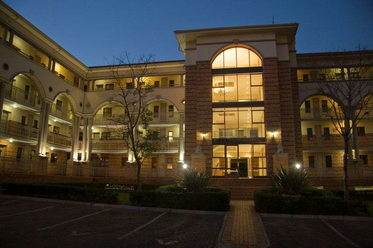 Times Square has combined modern day luxury and space in order for our guests and conference delegates to enjoy tranquility and the feeling of home in the heart of Sandton!   The secured executive self catering units are easily accessible and surrounded by all the facilities you may need. Guests can enjoy shopping, restaurants and entertainment on their doorstep.