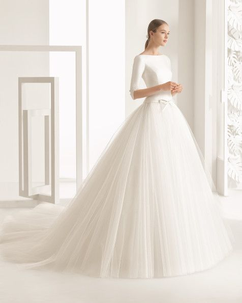 Dress with classic tailored cotton mikado bodice, boat neckline, three-quarter sleeves, low back and ballgown-style tulle skirt with dropped waist, in natural.