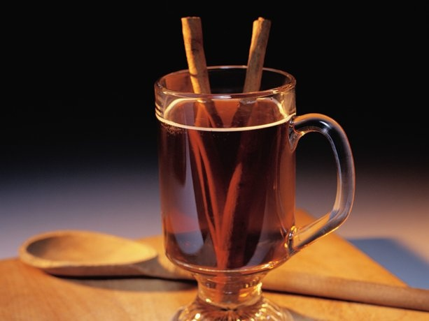 Rosy Mulled Punches    SYRUP 2 cups water 1 cup sugar 1 teaspoon whole cloves 1 teaspoon whole allspice 2 cinnamon sticks 1 lemon, sliced 1 orange, sliced NONALCOHOLIC PUNCH 1 1/2 quarts (6 cups) raspberry-cranberry drink ALCOHOLIC PUNCH 2 (750 ml) bottles (6 cups) dry red wine: Apples Cider, Cold Remedies, Food, Punch Recipes, Hot Drinks, Mulled Wine, Cocktails, German Christmas, Hot Toddy