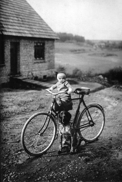 Forester's Child, Westerwald. 1931, photo by August Sander.