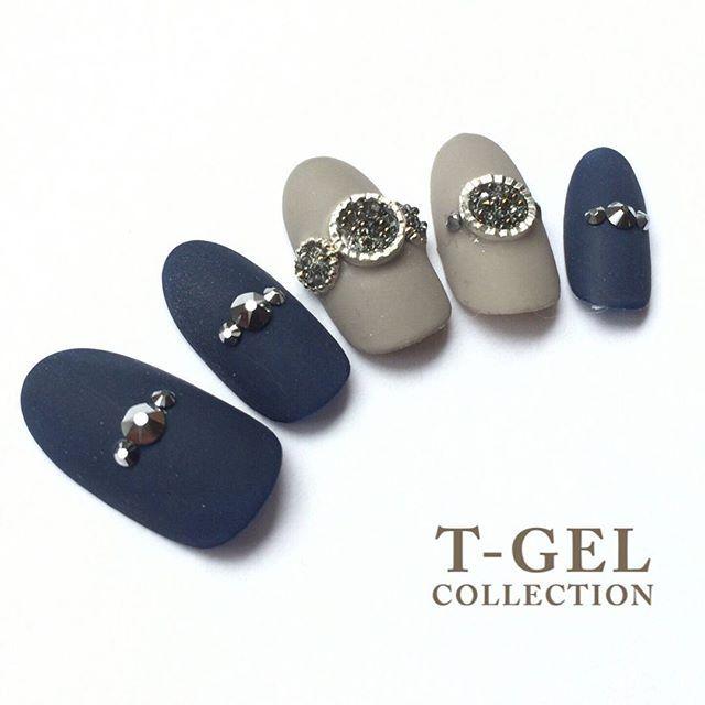 新色もスワロフスキーとの相性バッチリ✨ 【使用色】 Tgel collection ・D030 ミルキーグレージュ ・D097 ネイビー #tgel #tジェル…