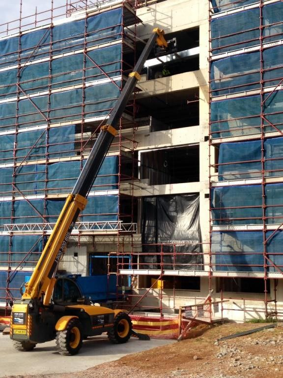 A couple of weeks ago we posted a picture of our experienced operator doing a lift to a fourth story. Here is another picture of the same site with the machine lifting a pallet to the 6th floor. Our operated hire machine has a lift capacity of 4T, and a lift height of 17m. Call today to book this machine in for your site 1300 300 605 www.liftingsolutions.com.au