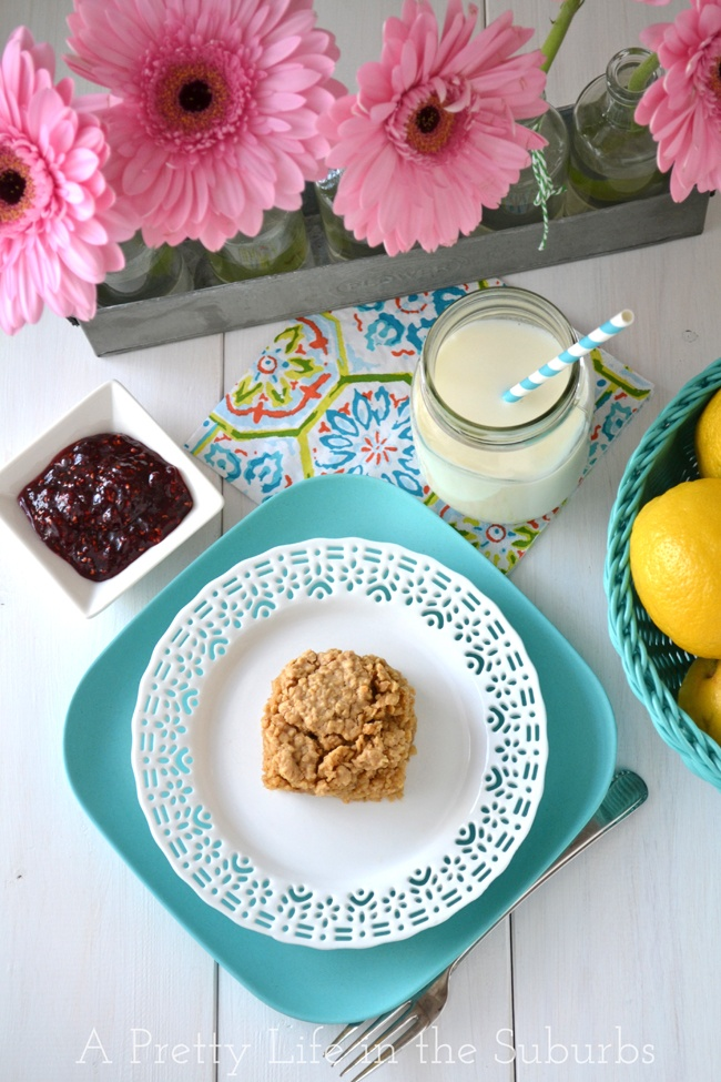 Peanut Butter Baked Oatmeal {A Pretty Life}
