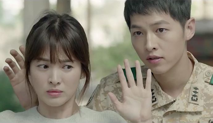 No more teaser clips, guys! KBS celebrates the first day of 2016 by releasing the first official trailer for Descendants of the Sun! It's a glorious 2 minutes! Enjoy!       Sou…