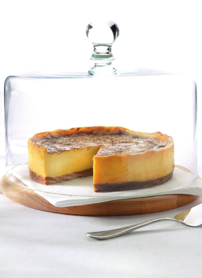Zachte kaastaart met limoencrème  http://njam.tv/recepten/zachte-kaastaart-met-limoencreme