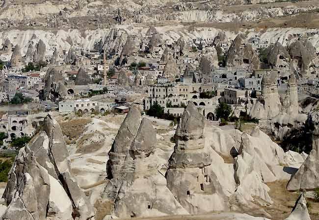 Capadocia una formación geológica única en el mundo y por su patrimonio histórico y cultural.
