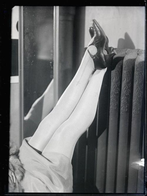 deviatesinc:  Les Jambes d'Yvonne George, 1925 photo by Man Ray