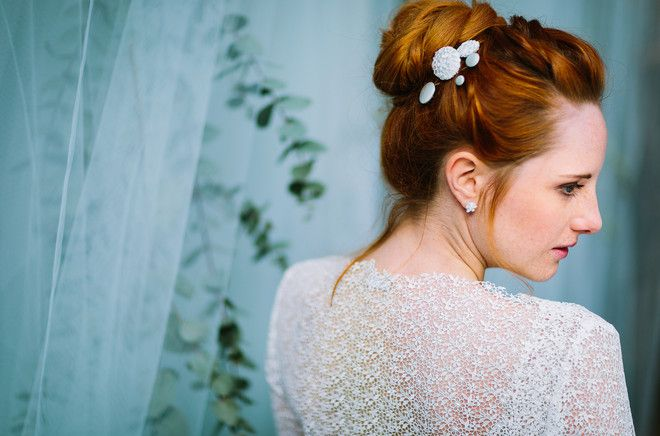 Spitzenjacke zum Brautkleid im Boho Stil (www.noni-mode.de - Foto: Le Hai Linh)