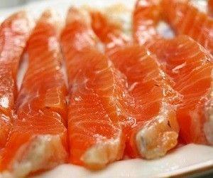 10 продуктов для нормализации холестерина http://ukrainianwall.com/health/10-produktov-dlya-normalizacii-xolesterina/  Чтобы нормализовать холестерин, в рацион нужно включать следующие продукты. 1. Лосось Рыбы семейства лососевых хорошо уровень холестерин, освобождая сосуды от холестерина и триглецеридов. 2. Ананас Ананас — обязательный компонент современных