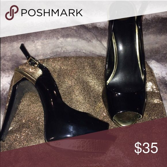 Jessica Simpson black & gold stiletto • 7.5 • 👠 Jessica Simpson black & gold stiletto • 7.5 • 👠 great condition                                                                                                                                            FAST SHIPPING-ship in 24 hrs📪📦              Offers welcome • No trades 🚫 No transactions off Poshmark 🚫 Jessica Simpson Shoes Heels