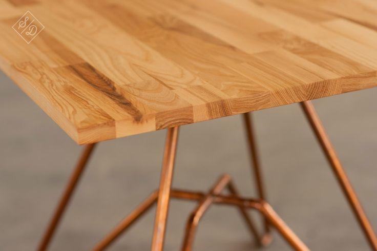 Stolik kawowy, blat jesionowy, konstrukcja medziana. Coffee Table