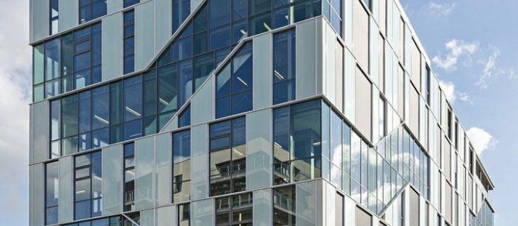 AGC Glass produceert vele soorten vlakglas. Brandwerend glas (Pyrobel), isolatie glas (Thermobel) en vele toepassingen voor deuren, wanden en gevels.