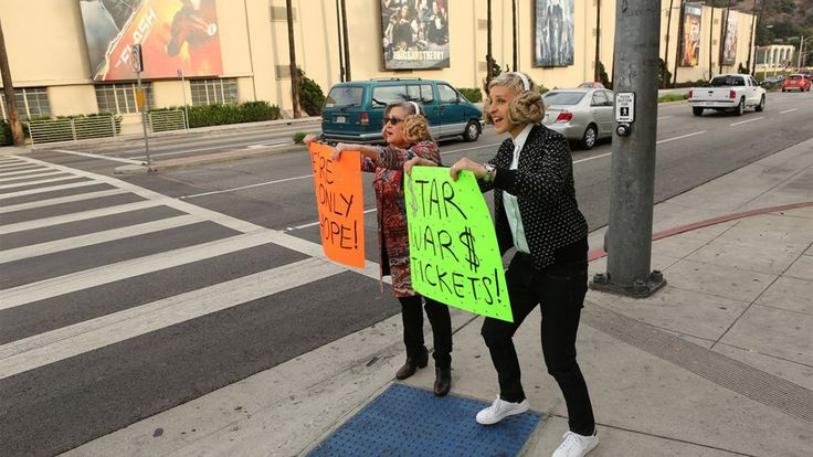 Carrie Fisher & Ellen DeGeneres Sell Star Wars Movie Tickets to Fans on the Side of the Road