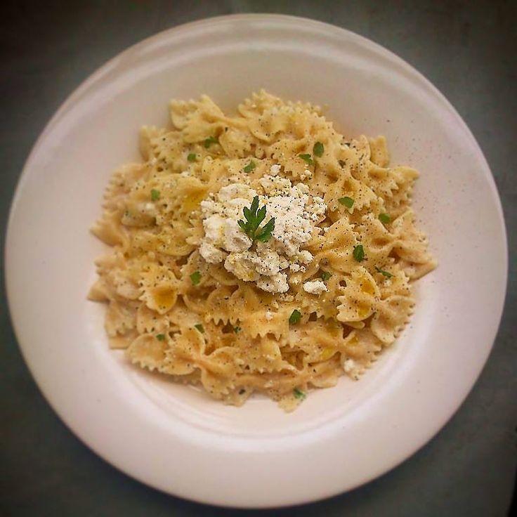 JeanneDôme: Φιογκάκια με ελαφριά σάλτσα από γιαούρτι, δυόσμο, ξύσμα λεμονιού και κρητική ξυνομυζήθρα - Farfalle with greek yoghurt, peppermint, lemon zest and cretan white chese - Chez Jeanne