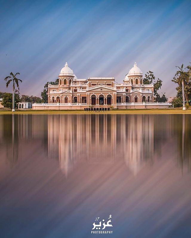 Reflection. Gulzar Mahal, Bahawalpur Pakistan Photo by @uzair2128 Share your photos with us via #travelbeautifulpakistan. . . #bahawalpur #pakistan #reflection #gulzarmahal #palace #digitalart #architecture #natgeo #beautifuldestinations #palace #mahal #instagram #travel #2017 #punjab #asia