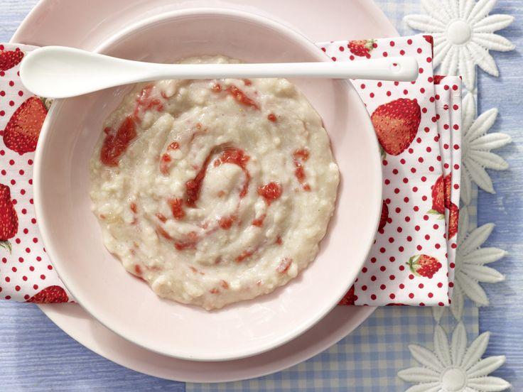 Ein gesundes und veganes Frühstück ganz ohne Milch. Erdbeerbrei mit Schmelzflocken - Nachmittagsbrei ab 8. Monat (milchfrei) - smarter - Kalorien: 163 Kcal - Zeit: 10 Min. | eatsmarter.de