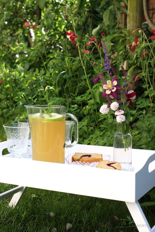 Tinkas Welt: Apfel-Minz - Limonade und Grießkuchen bei schönstem Wetter genießen!