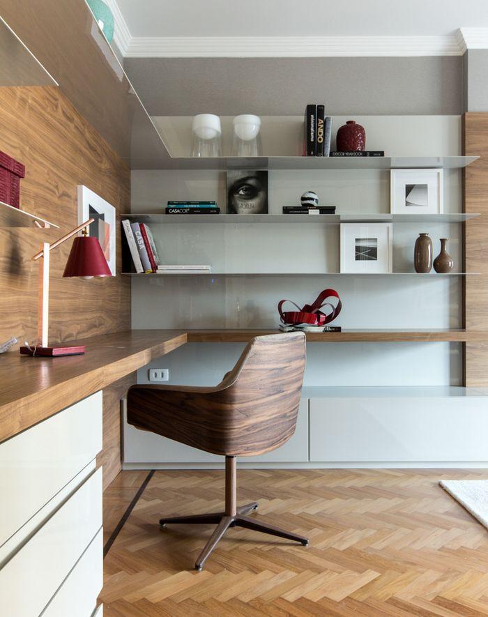 Главные критерии для обустройства домашнего рабочего места - это комфорт, функциональность, простота и внешний вид.