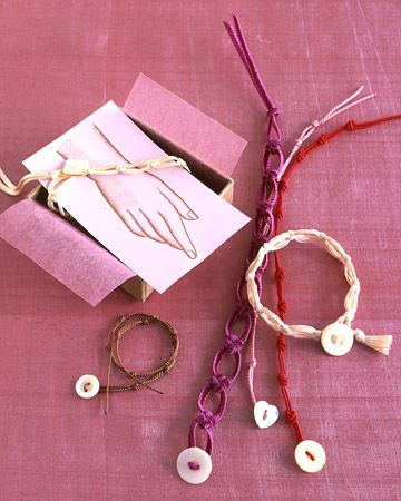 Two types of knots, which are symbols of everlasting unity, are showcased in these colorful bracelets: the cross knot and the overhand knot. Fasten with mother-of-pearl buttons and present the bracelet on our printable card.: Valentines, Martha Stewart, Knots, Diy, Knot Bracelets, Craft Ideas, Knotted Bracelet, Valentine S