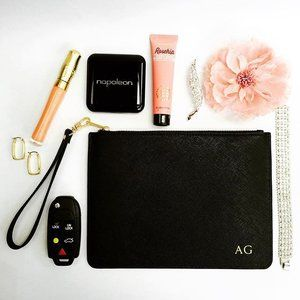 Easy & chic for Monday's mood ... Our new classic black pouch 🖤🖤🖤 #beauty #cosmetics #makeup #pouch #bag #accessories #fashion #style #monogram #initials #letters #blackandgold #gold #mothersday #mothersdaygift #mothersdaygifts #gifts #everydayessentials #itsallinthedetails #onlineshopping #giftidea #giftideas #giftsforher #personalised #personalisedgift #weddingplanning  #makeityours #makeityourown #monogrammedleather #thenewlook_aus